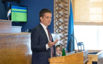 Ülevaates Riigikogule hoiatas Eesti Panga president Ardo Hansson majanduskasvu aeglustumise eest
