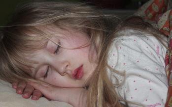 UURING: Põhjused, miks laps tuleks võimalikult vara oma tuppa magama harjutada