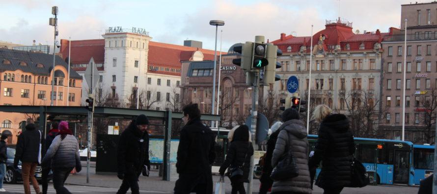 Soomes on kümneid tuhandeid palgavaeseid – Jyväskylä ülikooli dotsendi Mikko Jakoneni väitel on madalapalgalised tööd, juhuotsad ja eraisikute ettevõtlus suurendanud tööl käivate vaeste hulka