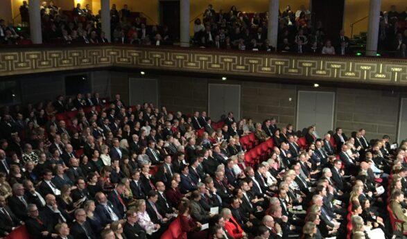 Eesti: PIIRANGUD KARMISTUVAD- 1500 asemel tohib kontrollita väliüritusel osaleda kuni 100 inimest ning siseruumides 50