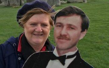 Austraallanna Michelle Bourke pidas surevale mehele antud lubadust: Reisis kogu maailmas oma mehe papist koopiaga