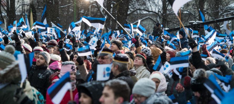 SUUR GALERII! Eesti Vabariigi 100. aastapäeva lipuheiskamise tseremoonia Toompeal Kuberneri aias