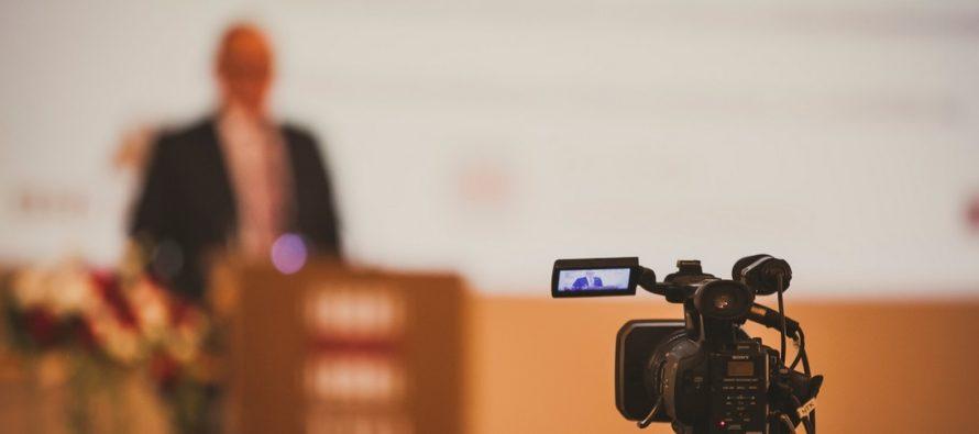 Tallinna Tehnikaülikooli juubelipidustuste tipphetk – akadeemiline aktus TTÜ peahoone aulas. KAVA + OTSEÜLEKANDE aken