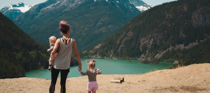 KUI üks vanem läheb lapsega reisile, on soovitav kaasa võtta teise lapsevanema luba + LISATUD nõusoleku näidise blankett