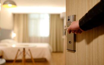 Hotellikett paljastas veidramad asjad, mida hotellituppa unustatud. Näiteks vannitäis kartuleid!