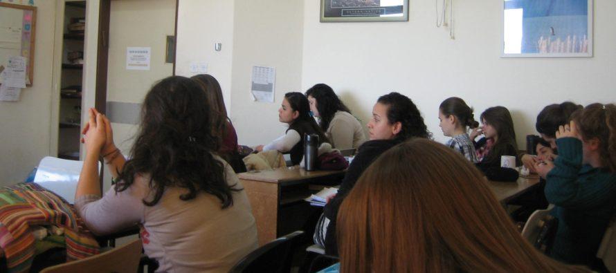 UURING: Põhjus, miks lapsed ei tohiks koolis kogu aeg paigal istuda