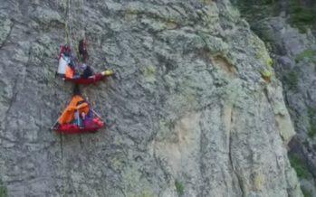 Uus trend matkajate seas: Ööbimine kalju küljes rippudes! + VIDEOD!