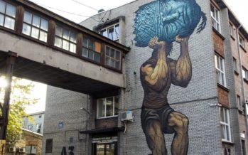 Kanada tänavakunstnik Bonar maalis Telliskivi Loomelinnakus seinale Eesti rahvuseepose
