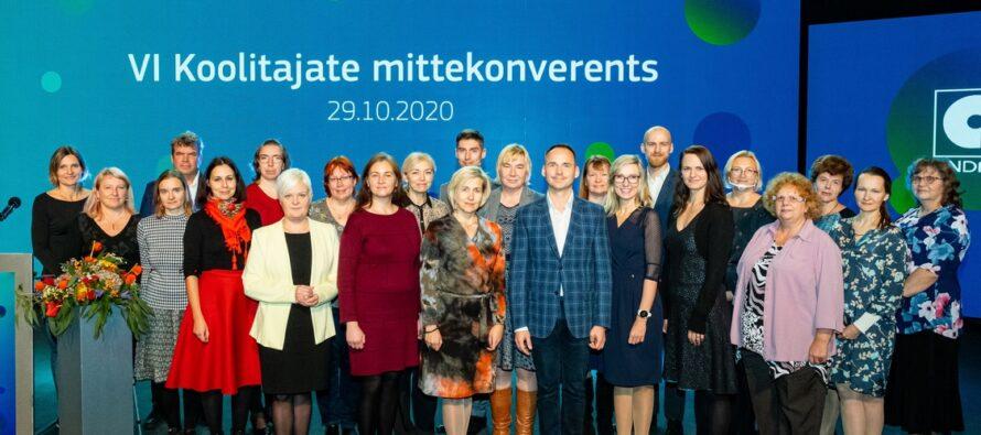 """Eesti: VI koolitajate mittekonverentsil """"Hübriidkoolitus"""" tunnustati silmapaistvaid koolitajaid"""