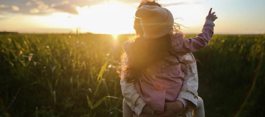 Teadlased: Paarisuhteprobleemid mõjutavad lapse und ja heaolu