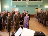 Eesti: President Kersti Kaljulaid andis Kaitseväe Akadeemia lõpetajaile üle auastmetunnused