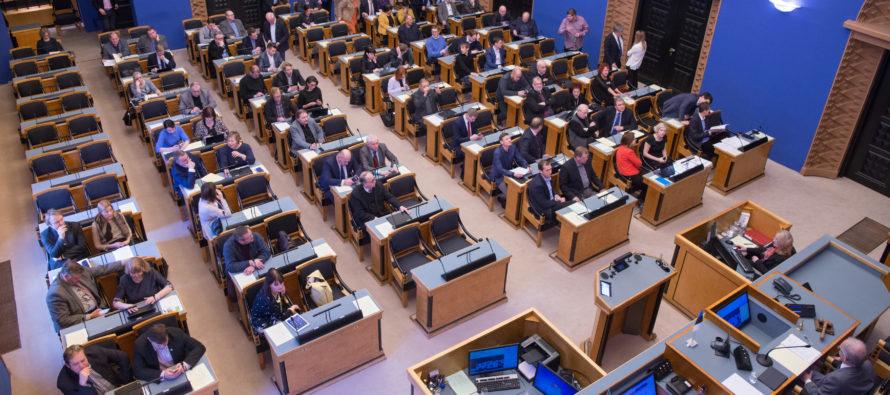 Ministrite vahetus tõi kaasa muudatused Riigikogus