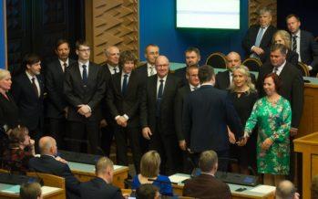 Peaminister Jüri Ratase juhitav valitsus astus eile riigikogu ees ametivande andmisega ametisse