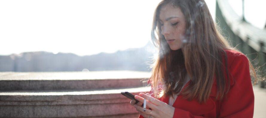 Eksperdid: Passiivse suitsetamisega koroonaviirusesse nakatumine on võimalik