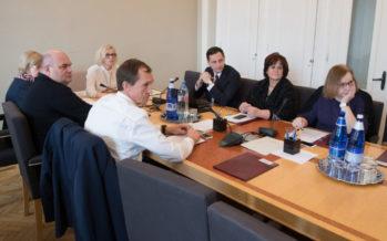 Sotsiaalkomisjon: viipekeele õpe tuleb surnud ringist välja aidata
