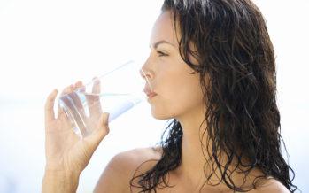 Vaata, mis juhtub kilokaloritega kui juua päevas harjumuspärasest 1% rohkem vett!